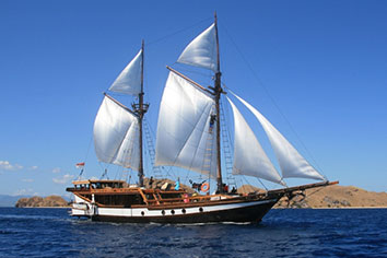wellenreng boat photo komodo